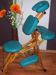 chaise de amma bleue vide les fleurs âges