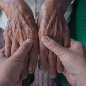 massage mains - les fleurs âges